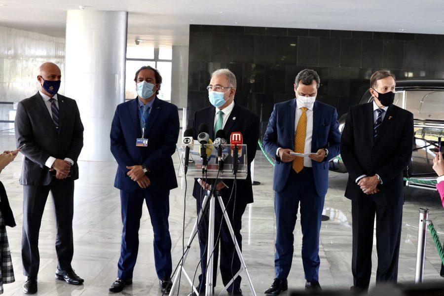 Governo inclui bancários e funcionários dos Correios em grupo prioritário para vacinação