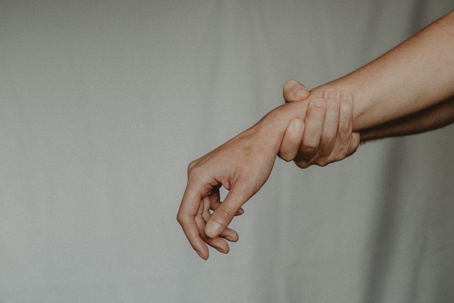 Homem é preso após agarrar mulher e tentar estuprá-la em plantação de café em Grandes Rios