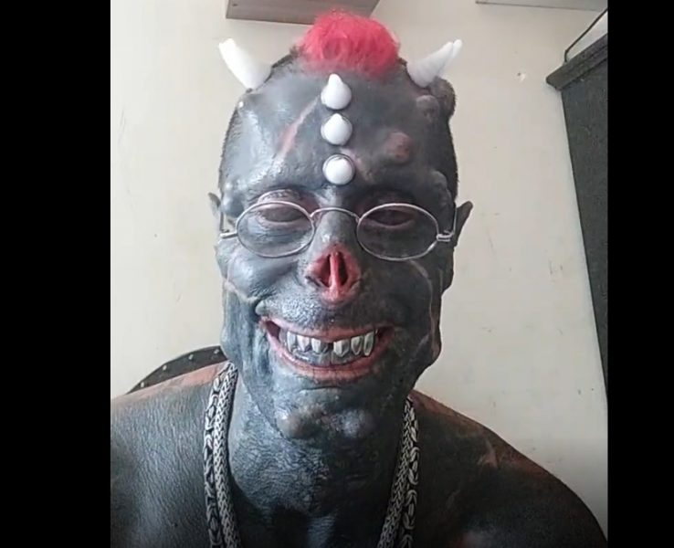 Brasileiro que quer parecer um demônio já tem 'focinho', presas e chifres