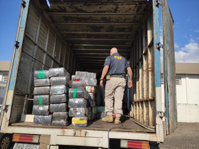 Caminhoneiro é preso transportando 1,5 tonelada de maconha na BR-376
