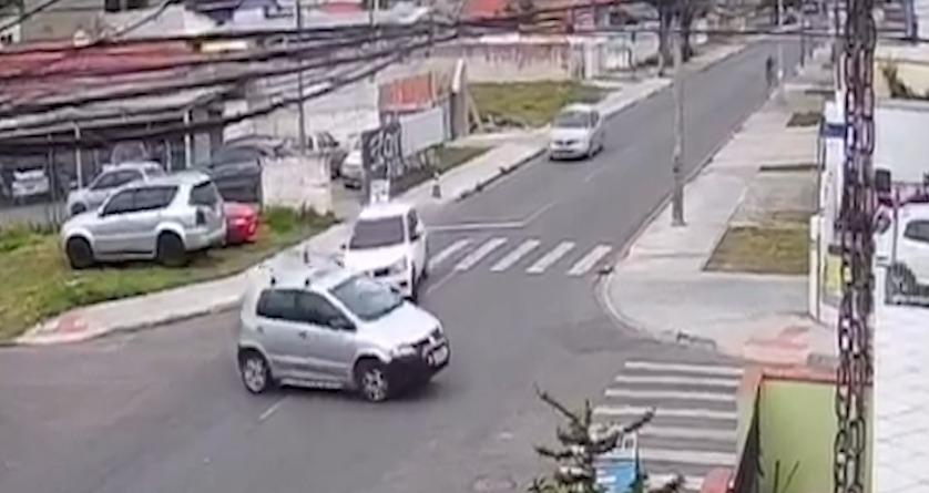 VÍDEO: Suspeitos são baleados em confronto com a PM após perseguição em Pinhais (PR)