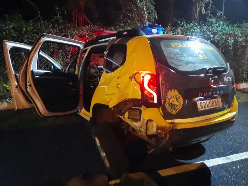 Motorista bêbado bate em viatura da PM em Maringá