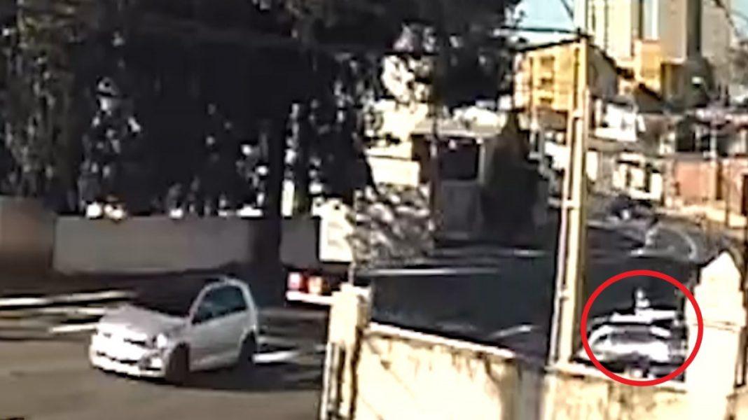 Dias depois de acidente com BMW, motociclista morre ao bater no mesmo poste, em Curitiba