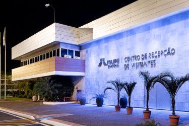 Itaipu ilumina edificações em referência à campanha Coração Azul