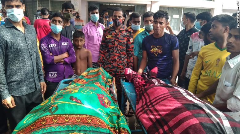 Casamento é atingido por raio, 17 convidados morrem e 14 ficam feridos