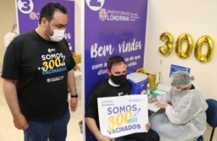 Londrina já vacinou 300 mil pessoas com, ao menos, a primeira dose