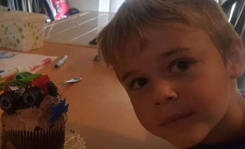 Criança de 7 anos morre após se contaminar em lago por ameba comedora de cérebro