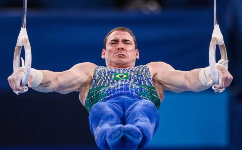 Arthur Zanetti cai na saída das argolas e fica sem medalha em Tóquio