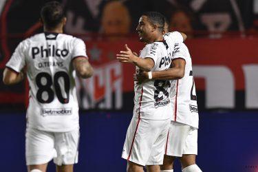 Athletico empata com o Atlético-GO por 2 a 2, mas garante a classificação às quartas de final da Copa do Brasil