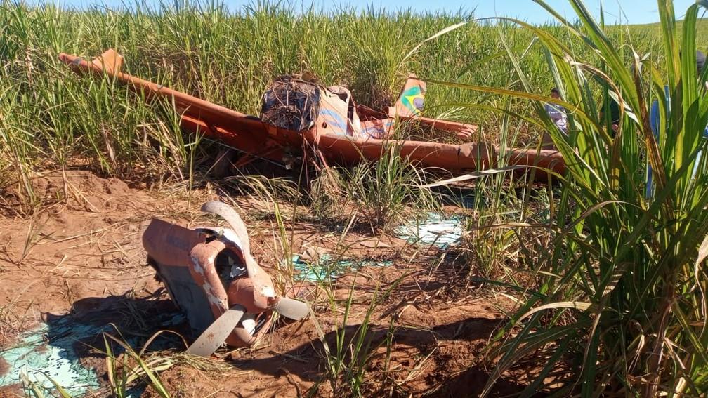 Avião cai em plantação de cana-de-açúcar na zona rural de Umuarama
