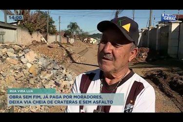 Obra sem fim, já paga por moradores, deixa via cheia de crateras e sem asfalto