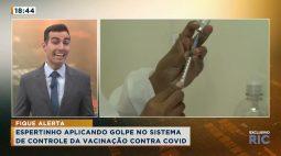Homem aplicando golpe no sistema de controle da vacinação contra COVID
