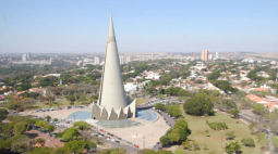 Prefeitura planeja ações para comemorar os 50 anos da Catedral de Maringá