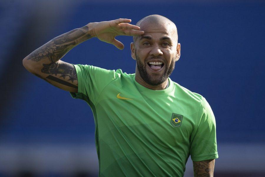"""Por final, Daniel Alves esquece vínculo com Espanha: """"Tem um pedacinho do meu coração"""""""