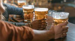Dono de bar é esfaqueado após não ter marca de cerveja desejada por cliente, em Rio Azul (PR)