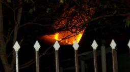 Em Cascavel, casa fica parcialmente destruída após incêndio no Bairro Tropical