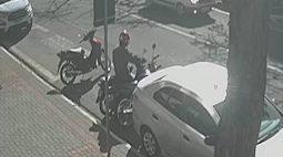 Ladrão furta moto e deixa outra no lugar em Maringá; assista