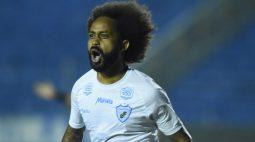Meia Celsinho, do Londrina, sofre caso de injúrial racial pela terceira vez na Série B