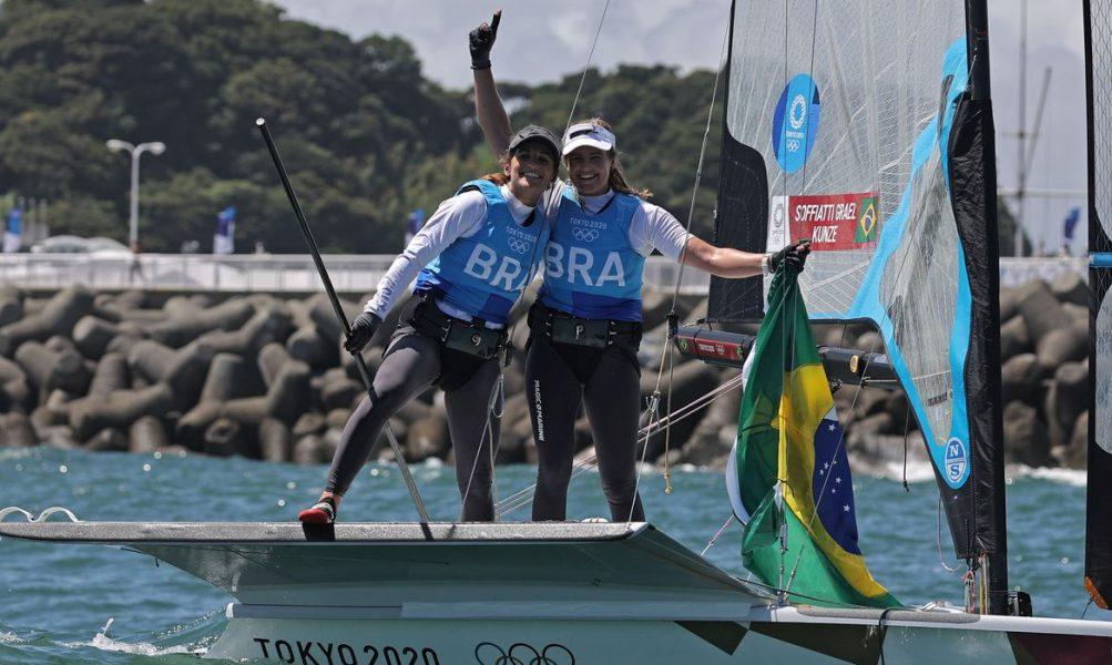 Martine Grael e Kahena Kunze ganham novamente o ouro da classe 49er