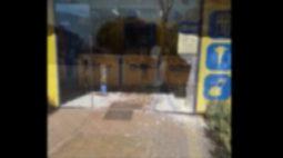 Homem invade e quebra porta de empresa com o carro por ter sido mandado embora em Medianeira (PR)