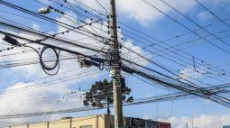 Com 11 passagens pela polícia, homem sofre descarga elétrica tentando furtar fios de cobre