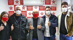 Lula convida Requião para se filiar ao PT; três partidos cortejam o ex-governador