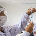 Em Curitiba, nascidos em 1990 podem se vacinar contra a Covid-19 nesta sexta-feira (6)