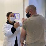 Maringá vacina maiores de 32 anos nesta terça contra o coronavírus