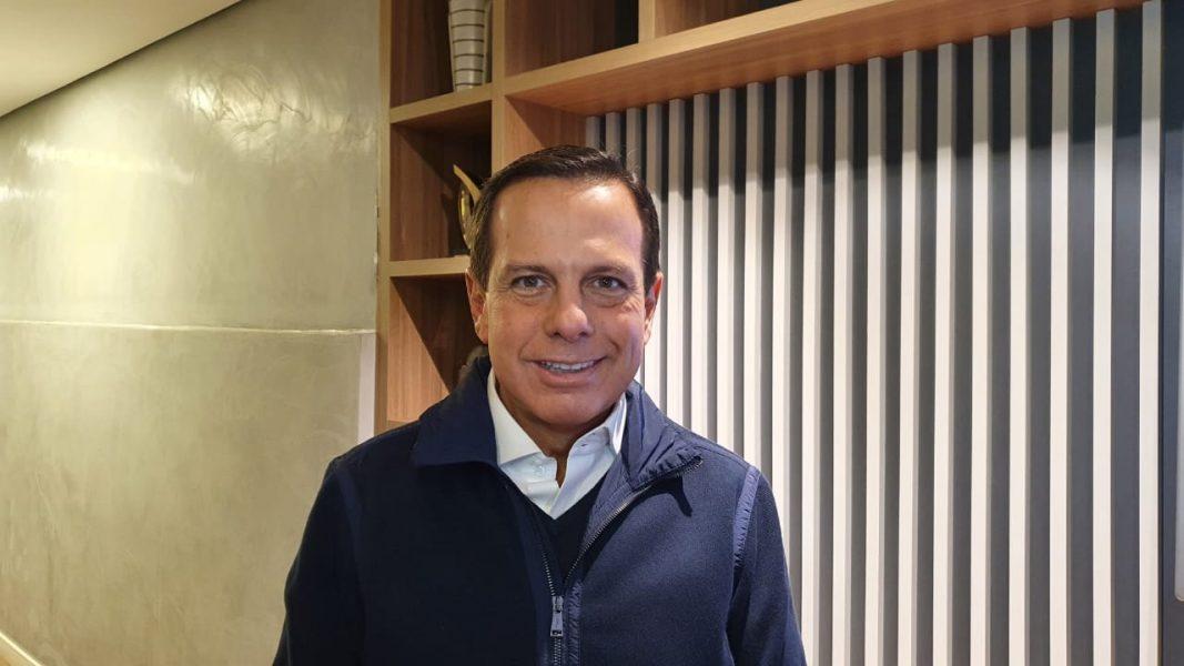 Entrevista ao vivo com João Dória é o destaque do RIC Notícias desta sexta-feira (13)