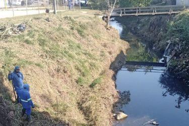 Pneus, móveis e eletrônicos; mais de 57 toneladas de resíduos são retirados do rio Barigui