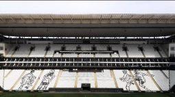 Corinthians retira mosaico com embaixadinhas de Edilson por determinação do MP e da PM