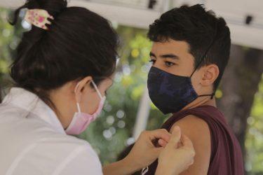 Ministério da Saúde volta a recomendar vacinação de adolescentes sem comorbidades