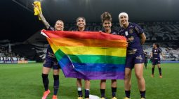 Após conquista do Brasileirão Feminino, lateral do Corinthians homenageia comunidade LGBTQIA+