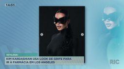 Kim Kardashian usa look de grife para ir à farmácia em Los Angeles