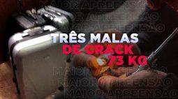 Mulher é presa com quase 300 mil pedras de crack em malas no quarto da família