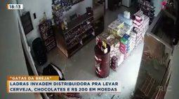 Câmeras de segurança flagram gangue de mulheres roubando loja de bebidas
