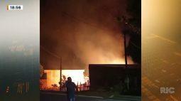 Morador perde tudo em incêndio de casa