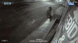 Câmera  de segurança registra furto em comércio no Bairro Santa Felicidade