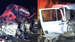 Caminhoneiros morrem ao baterem de frente na PR-160