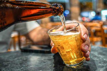 Alô, Ambev: empresa anuncia aumento do preço da cerveja