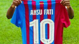 Ansu Fati diz que não sente pressão por usar a 10 do Barcelona, eternizada por Messi