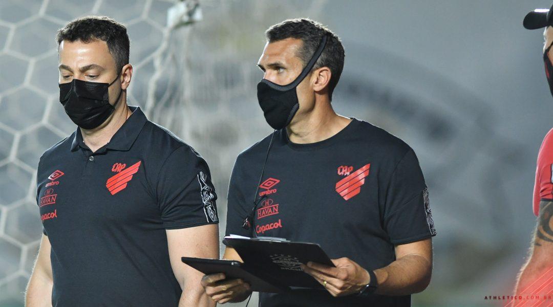 """Bruno Lazaroni exalta vitória e classificação do Athletico """"Resgate da confiança"""""""