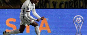 Athletico vence o Peñarol por 2 a 1 e larga em vantagem na semifinal da Copa Sul-Americana