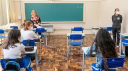 PR determina volta das aulas presenciais e mantém ensino remoto só para alunos com comorbidades