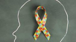 Símbolo do autismo em banheiros-família é aprovado em Curitiba