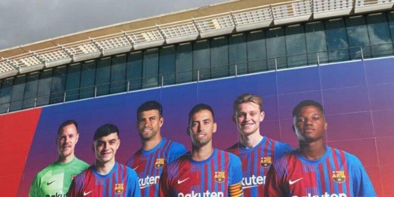Barcelona redecora fachada do Camp Nou com Pedri, Busquets e Ansu Fati