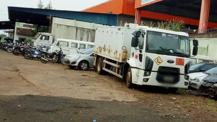 Caminhão da prefeitura de Londrina é apreendido por falta de pagamento do IPVA