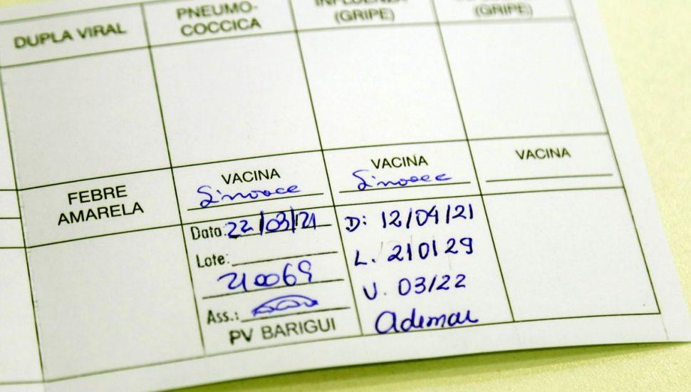 Vacina no braço, comprovante na mão: Paranaguá exige certificado na entrada de estabelecimentos