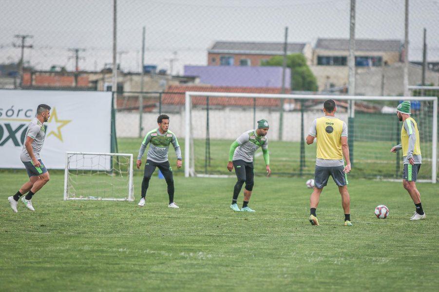 Coritiba segue os treinamentos visando o jogo contra o Vila Nova
