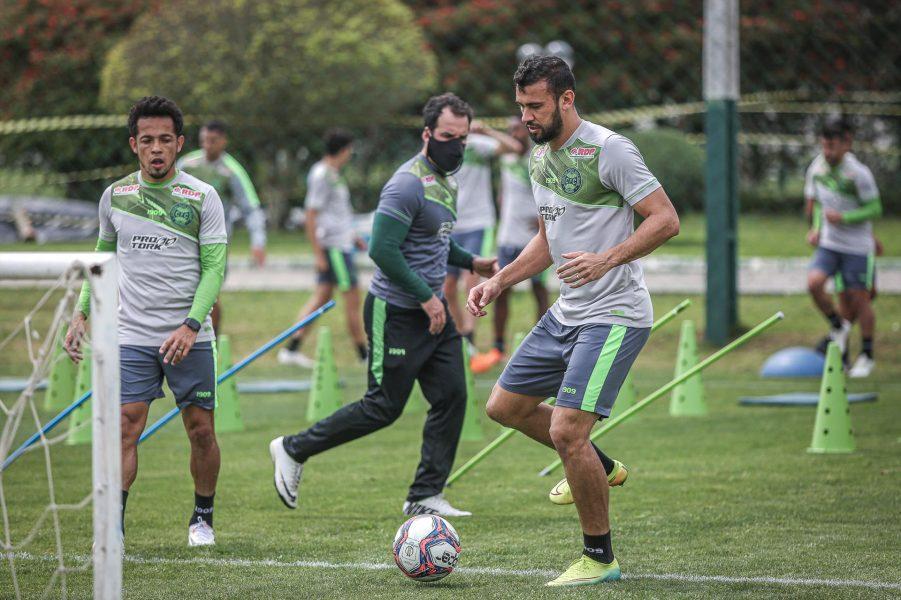 Coritiba abre a semana de treinamentos, de olho no jogo contra o Vila Nova